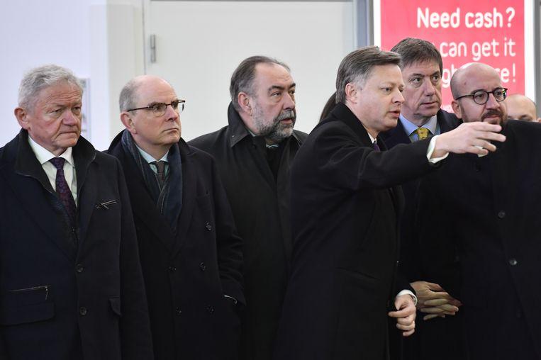 Premier Charles Michel en verschillende topministers woonden de korte plechtigheid op Brussels Airport bij.