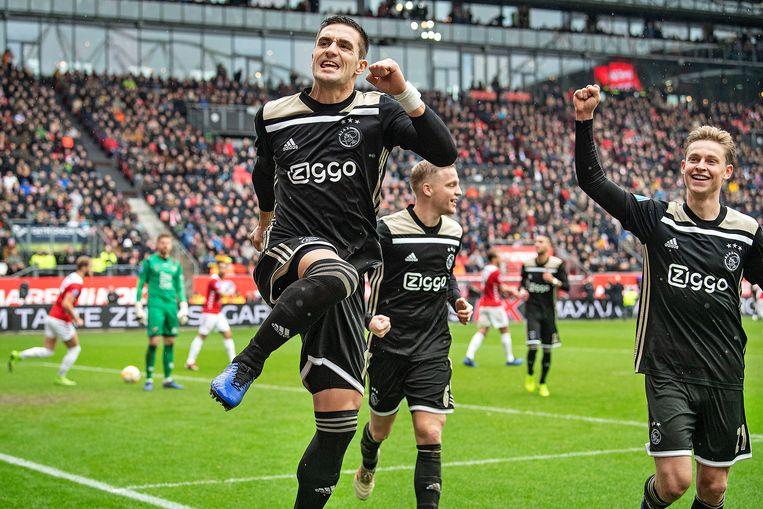 Achtervolger Ajax wint achteloos van FC Utrecht