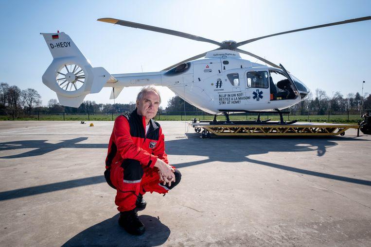 Luc Bertels uit Nijlen stelt zijn medische helikopter ter beschikking om coronapatiënten te vervoeren.