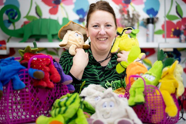 Veronique Van Handenhove van Superette Ninette geeft pluchen knuffels een tweede leven als handtas.