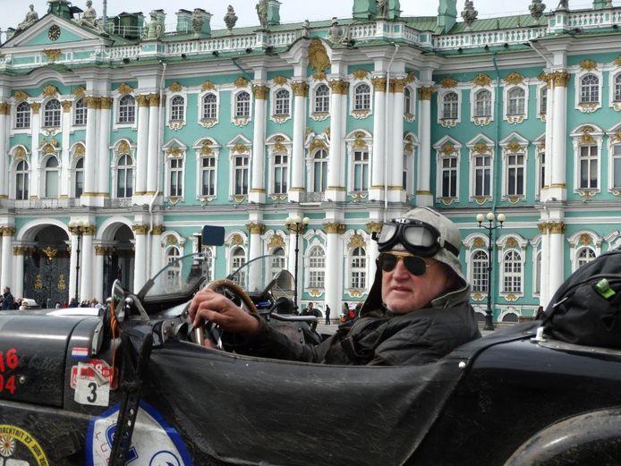 Marijn Backx met zijn Burton voor de Hermitage in Sint Petersburg.