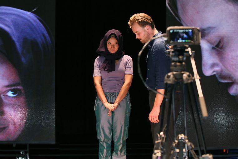 Scene uit Laura H. van Toneelgroep Oostpool Beeld Sanne Peper