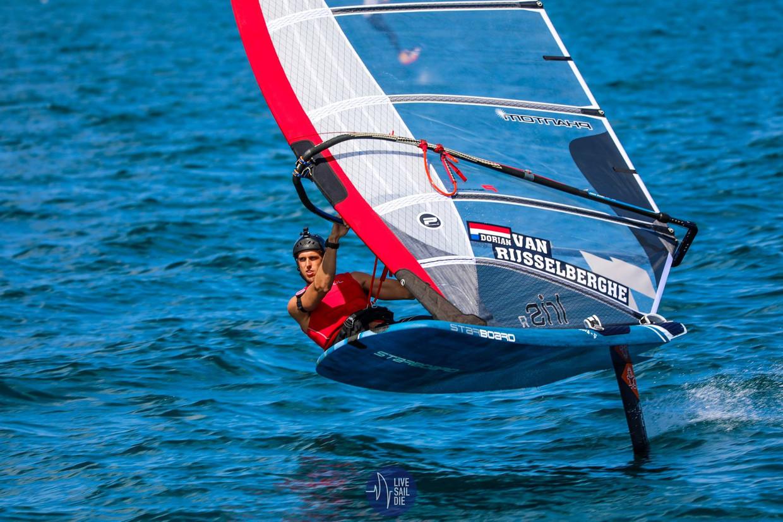 Dorian van Rijsselberghe met zijn foilplank. Beeld Rachel von Zalinski / Live Sail Die