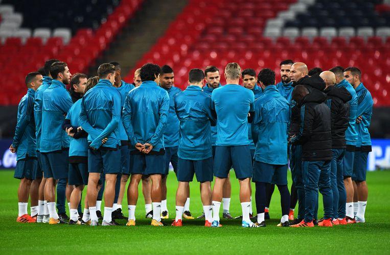 Zidane spreekt zijn spelers toe in Wembley.