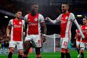Quincy Promes viert de goal van Ajax.