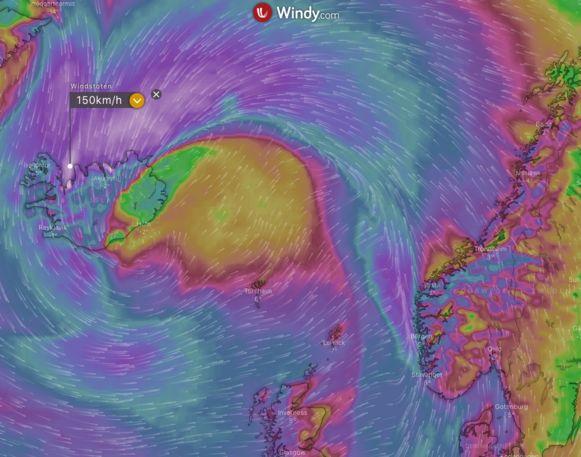 Een stormdepressie teistert komende 24 uren IJsland met windstoten tot ruim 150 km/h.