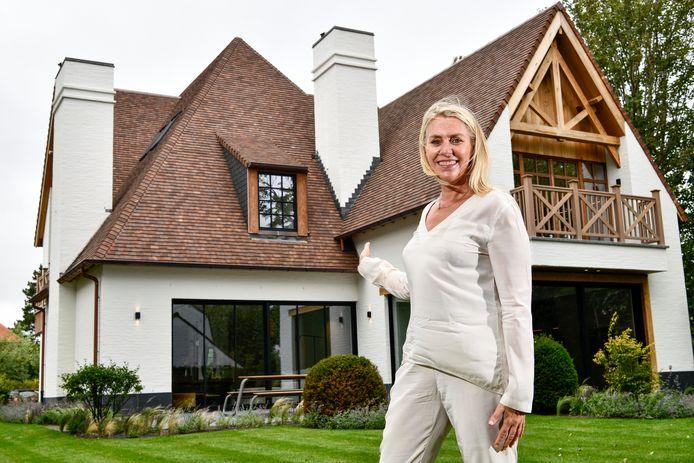 An Willemyns voor één van de panden die ze in de aanbieding heeft: villa in Konijnendreef, €4,79 miljoen.