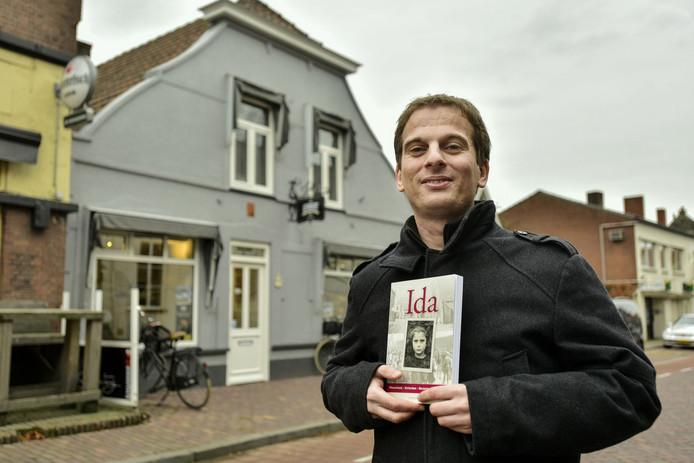 Frank de Jong schreef onlangs een boek over Ida, een joods meisje dat geboren werd in Hilvarenbeek en daar ook opgroeide.