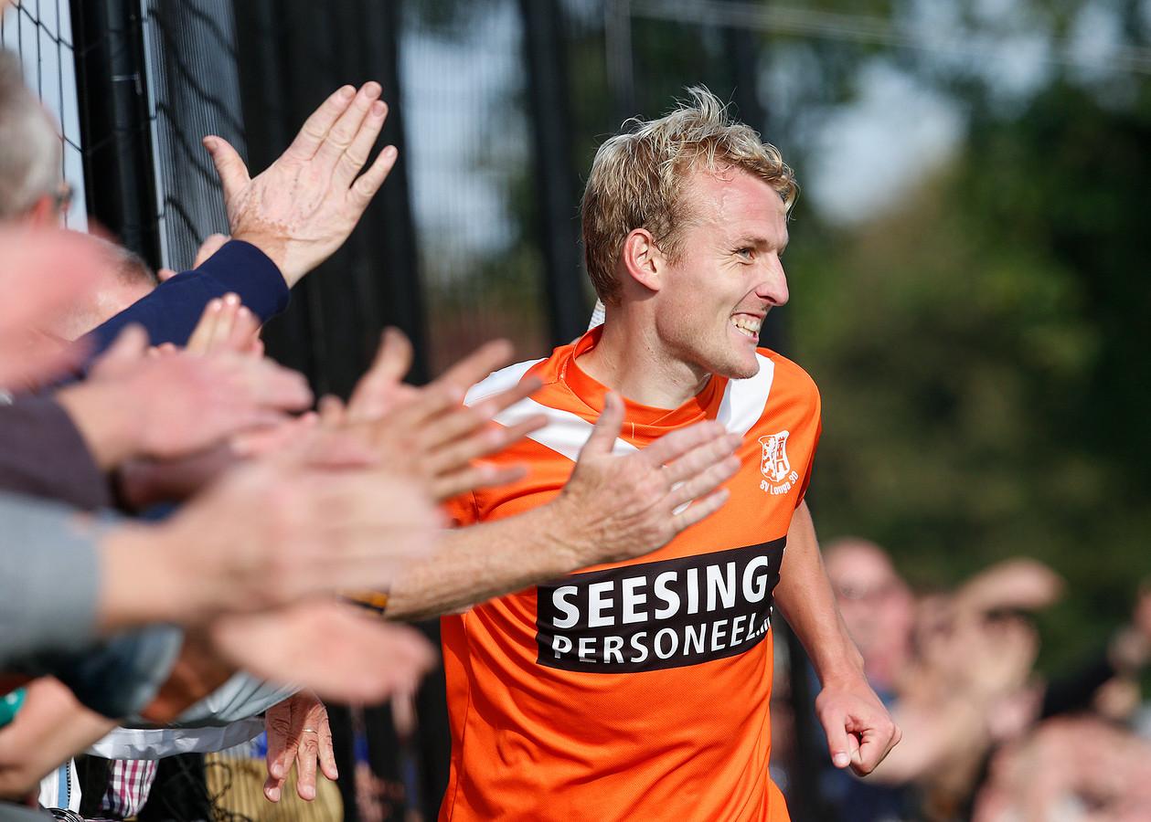 Freek Heinsbroek van Longa'30 scoorde de winnende goal tegen Bon Boys.