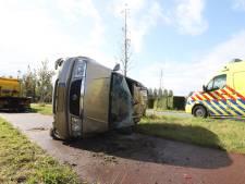 Automobilist verliest macht over het stuur en komt met auto op zijkant terecht in Sint-Oedenrode