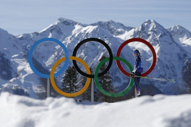 Het olympische logo in Krasnaya Polyana, Rusland. Beeld ap