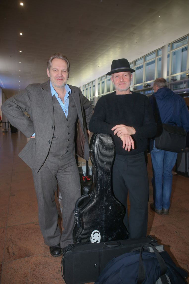 Raf (53) & Mich (49) Walschaerts. De broers van Kommil Foo werden in 1993 beroemd dankzij hun optredens in de tv-show 'Morgen Maandag'. Hun 'Ruimtevaarder' werd vorig jaar nog verkozen tot beste lied van de Lage Landen. Benieuwd hoe die klassieker in Sevilla onder handen zal worden genomen.