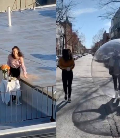 La folle histoire d'amour de deux voisins new-yorkais en quarantaine