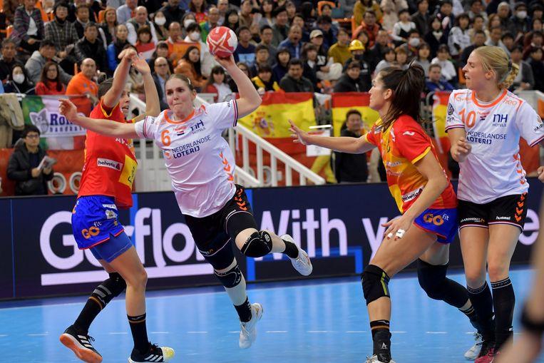 Laura van der Heijden in actie in de finale tegen Spanje.  Beeld BSR Agency