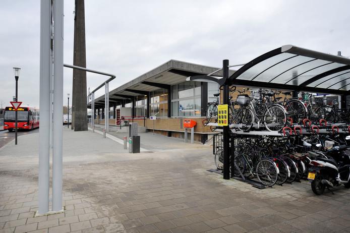 Fietsen bij het treinstation in Oldenzaal
