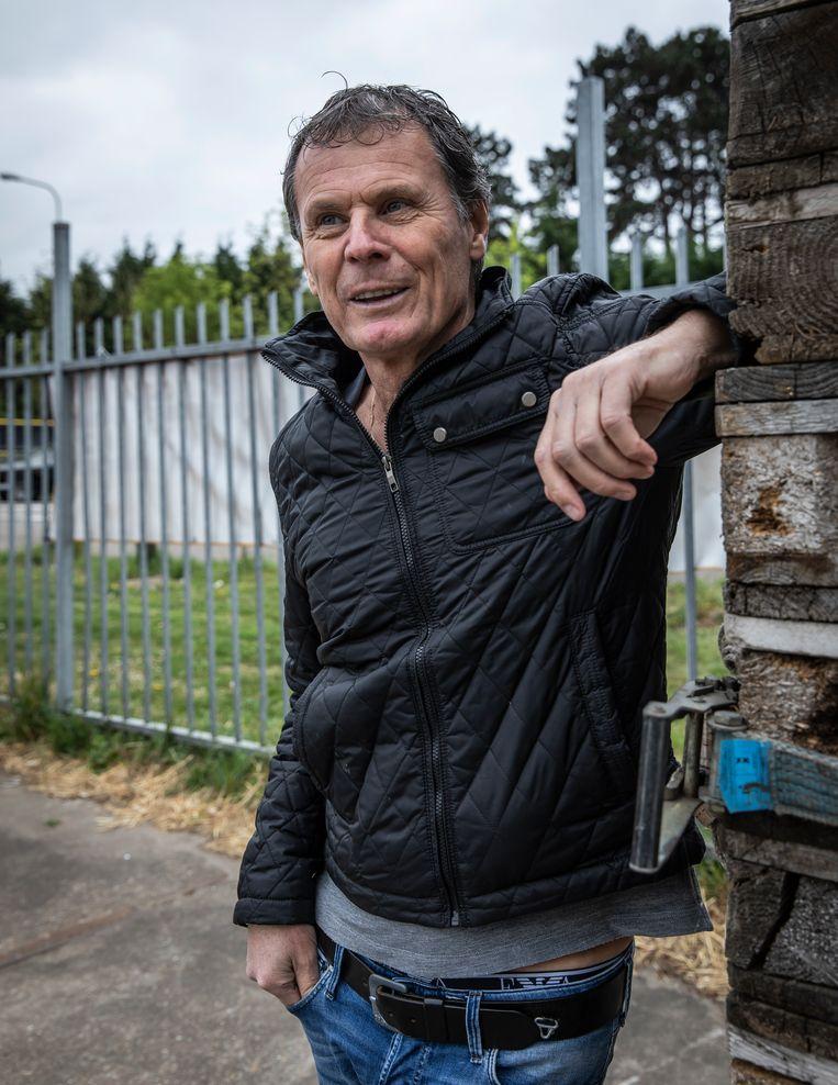 Aspergeteler Paul Heger: 'We doen het werk dit seizoen met zestien aspergestekers in plaats van veertig.'  Beeld Dingena Mol