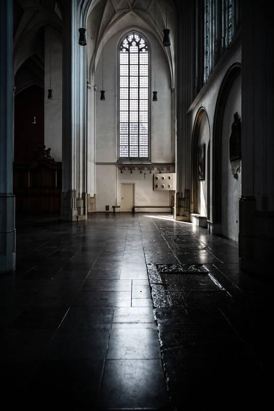 Glas-in-loodramen van de Stevenskerk zijn versleten en zijn aan vervanging toe.
