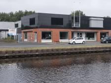 Na motoren pronken voortaan fietsen in voormalige showroom van Oude Monnik Motors in Vroomshoop