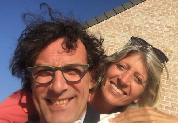 Jurgen Demesmaeker (49) bracht dinsdagochtend Aalsters oud-burgemeester en huidig schepen Ilse Uyttersprot (53) om het leven met een hamer. Het koppel was nog maar drie maanden samen. Demesmaeker had volgens zijn advocaten een beginnende depressie, waar hij medicatie voor slikt.