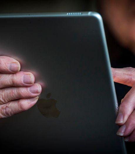 Caleidoz in Zevenaar en Doesburg schaft 75 iPads voor ouderen aan om vereenzaming tegen te gaan