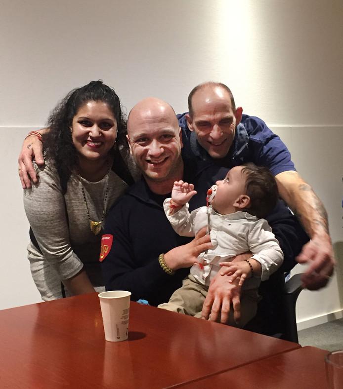 Ibo en de familie die hem heel dankbaar is.