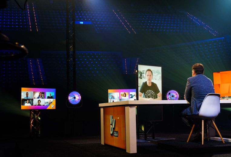 VVD-leider Mark Rutte en fractievoorzitter Klaas Dijkhoff tijdens een online partijcongres in Ahoy Rotterdam.  Beeld ANP