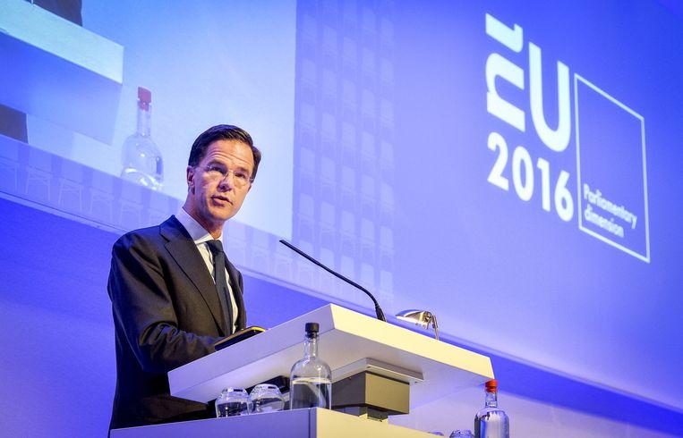 Mark Rutte spreekt in de Ridderzaal parlementariërs uit de 28 lidstaten van de Europese Unie toe. Beeld anp