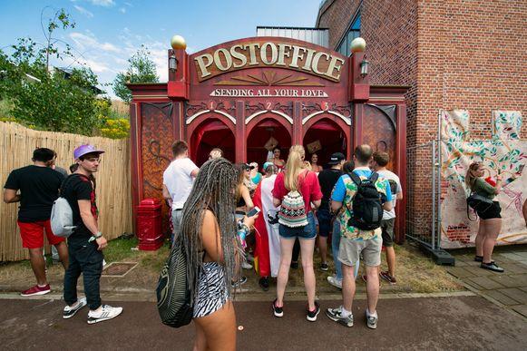 Het postkantoor op Tomorrowland heeft zoals steeds weer goed te doen.