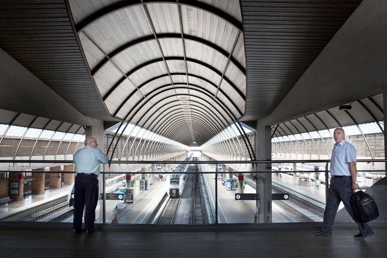 De overkapping van het station in Sevilla, ontworpen door Cruz y Ortiz.  Beeld Io Cooman