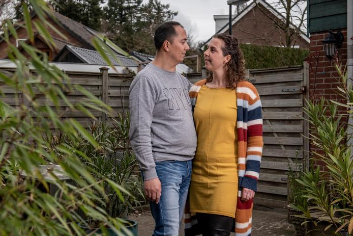Sytske en Timo zien hun bruiloft in het water vallen maar hopen alsnog volgende maand elkaar het jawoord te geven.