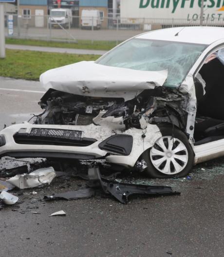 Vrouw uit auto bevrijd na ernstig ongeluk op N640 bij Oud Gastel