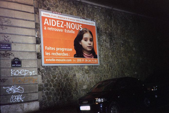 Een vermissingsposter voor de negenjarige Estelle Mouzin.
