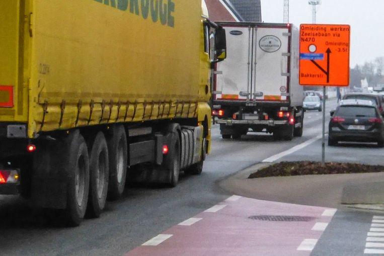 Ondanks een tonnageverbod rijden vrachtwagens toch door het centrum van Grembergen.