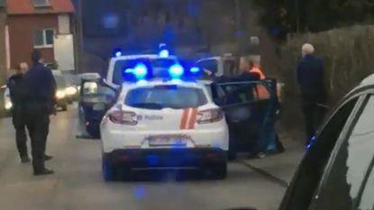 """Politie rijdt voertuig klem en trekt wapens in rustige straat: """"Ik zat even in Hollywoodfilm"""""""