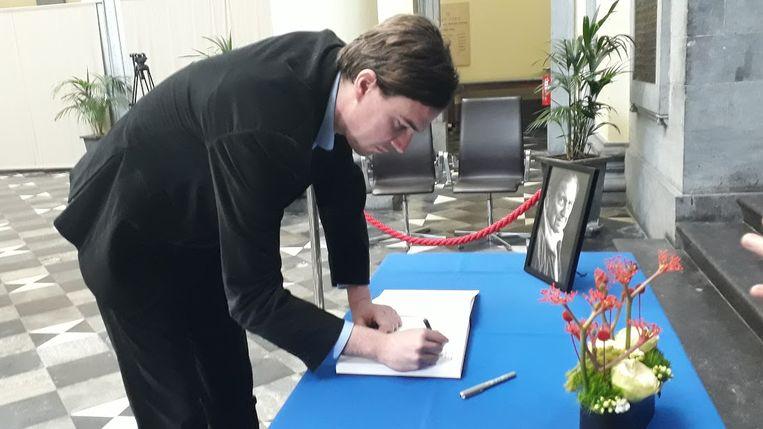 Mathias De Clercq tekent het rouwregister van Etienne  Vermeersch