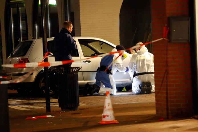 Bij een schietpartij in Helmond raakten twee meisjes (15 en 2 jaar) gewond.