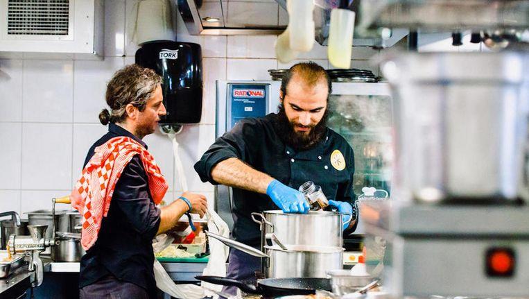 Net als vorig jaar zullen de chefs hun favoriete gerechten koken voor hongerige Amsterdammers. Beeld UNHCR/Janou Zoet