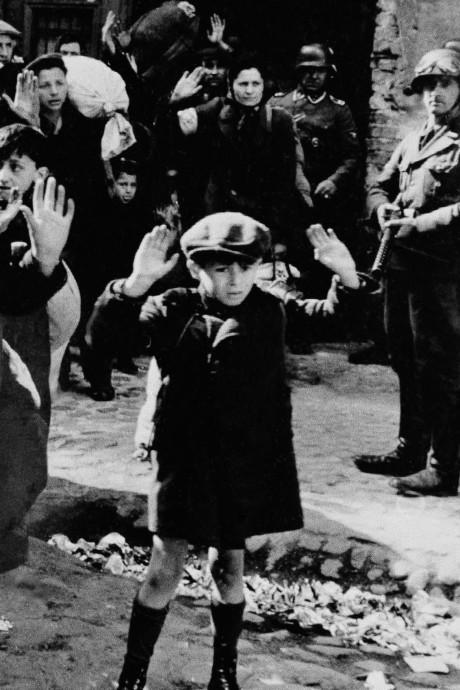 Het bange jongetje dat een icoon  van de jodenvervolging werd