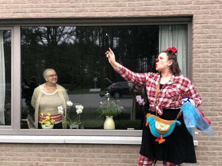 Afgelopen vrijdag werden de rusthuisbewoners van Villa Ter Molen in Halle-Zoersel verrast met een bezoekje van een clown en twee muzikanten.