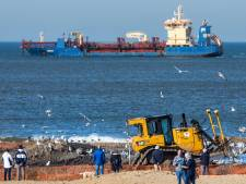Scheveningse strand opgehoogd met 400.000 kubieke meter zand: 'Als we het niet op hoogte houden verdwijnt alles in zee'