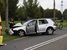 Vier gewonden bij botsing tegen boom op Rivierenlandlaan