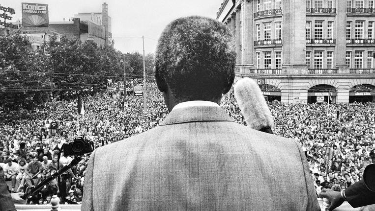 De foto van Nelson Mandela op het Leidseplein was onderdeel van de expositie Beeld Maurice Boye