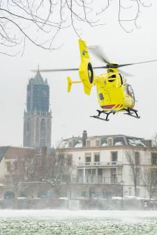 Deel Oudegracht afgezet vanwege reanimatie, traumaheli landt in Park Lepelenburg