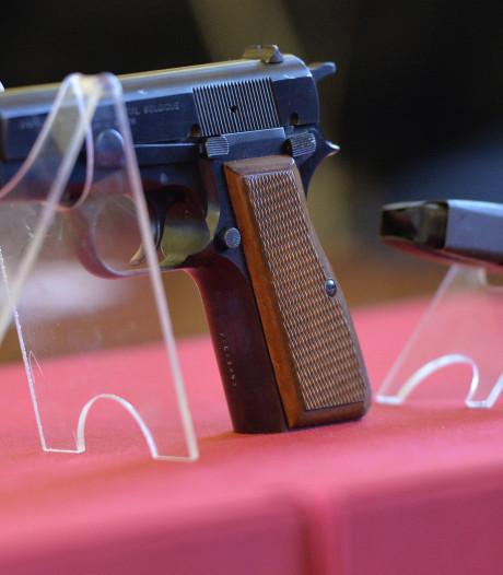 'Vrouw die mitrailleurs aan huis verkocht spil in bende'
