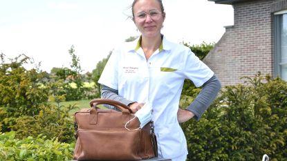 """Thuisverpleegkundige Sarah Demuynck (30) hield in maart een dagboek bij voor ons. Zo gaat het nu met haar: """"Rond corona is het aan het kalmeren, voor gewone ingrepen wordt het weer wat drukker"""""""