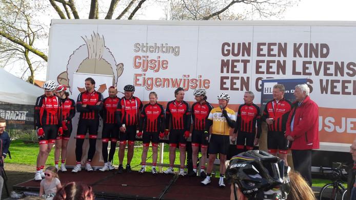 Het Sterrenteam met Bob de Jong, Frits Baren en John Rep. Mathieu Hermans fiets mee in de gele trui.