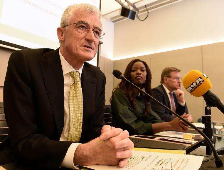 Huidig Vlaams minister-president Geert Bourgeois is de Europese lijsttrekker voor N-VA (hier naast kandidaten Assita Kanko en Johan Van Overtveldt).