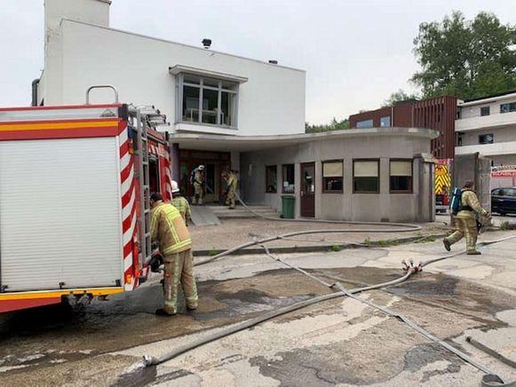 De brandweer verscheen massaal aan het INBO in de Gaverstraat.