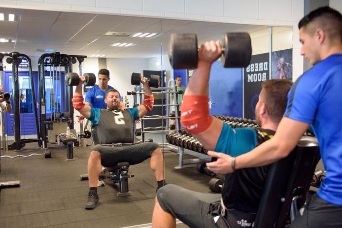Nedim Nuhanovic traint bij 040Fit in Valkenswaard.