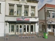 Café Time Out in Roosendaal gesloten na overtreden coronaregels, eigenaar machteloos: 'Ik durf amper meer open te gaan'
